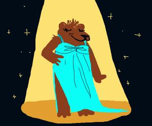 Bear in dress in spotligt
