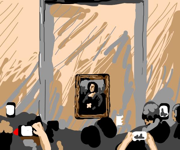 Mona Lisa as displayed in an art gallery