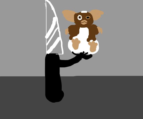 Knife wielding gremlin
