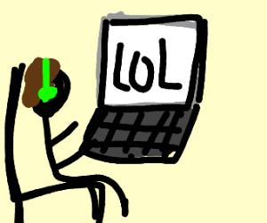 gamer playing lol