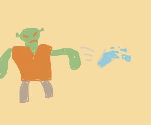 Shreik throws glass of water