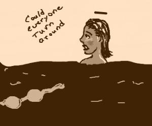 woman lose her bikini at sea