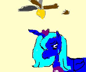 Princess Luna's fan broke, now she's sad