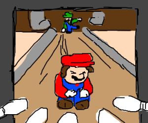 Luigi throws bowlingstrike using Mario