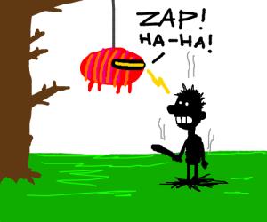 ZZZZZaaapp, the pinata fights back !