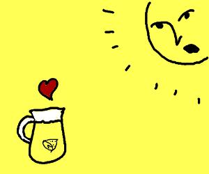 A jug of lemon tea falls in love with the sun