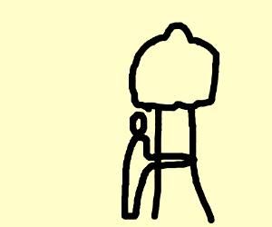 un garcon qui donne un calin a un arbre